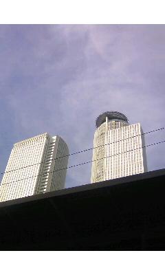 株主総会行動前日に見上げた空